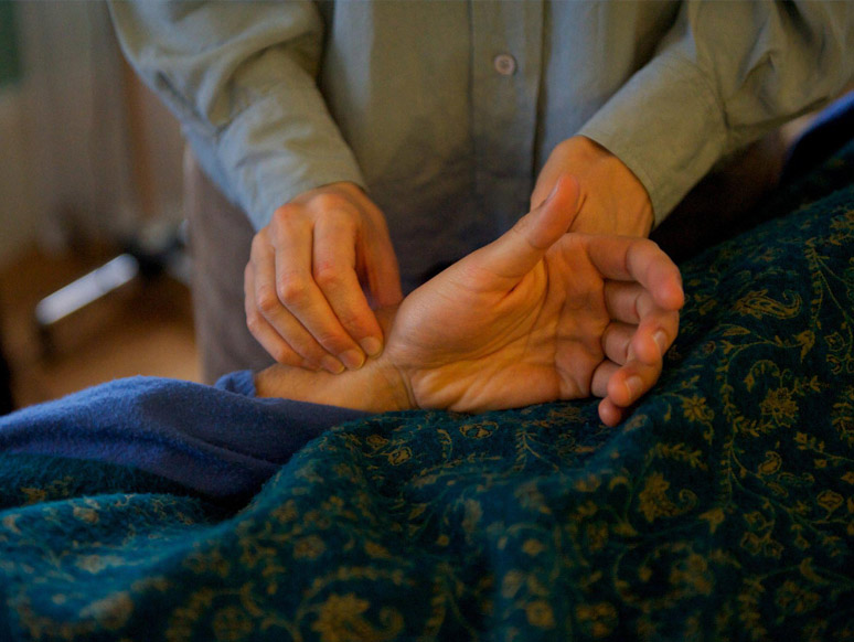 Pulse reading during an acupunture session